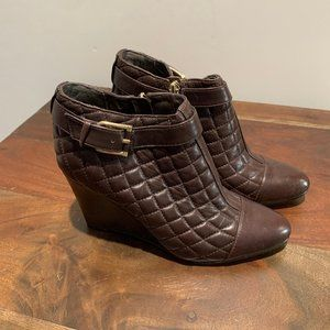 Vince Camuto loore quilted leather ankle boots
